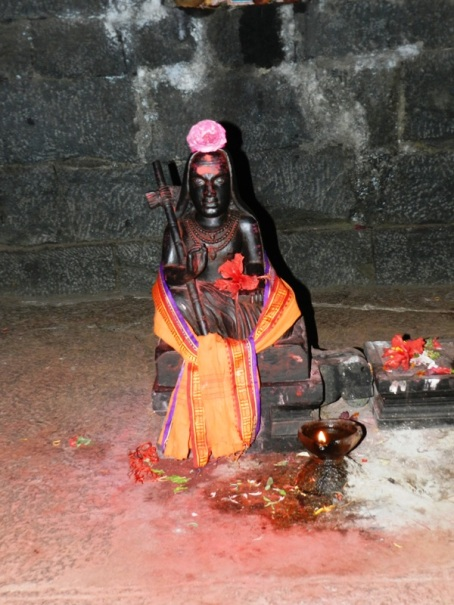 Idol of AdiShankaracharya at Sarvajna Peetam