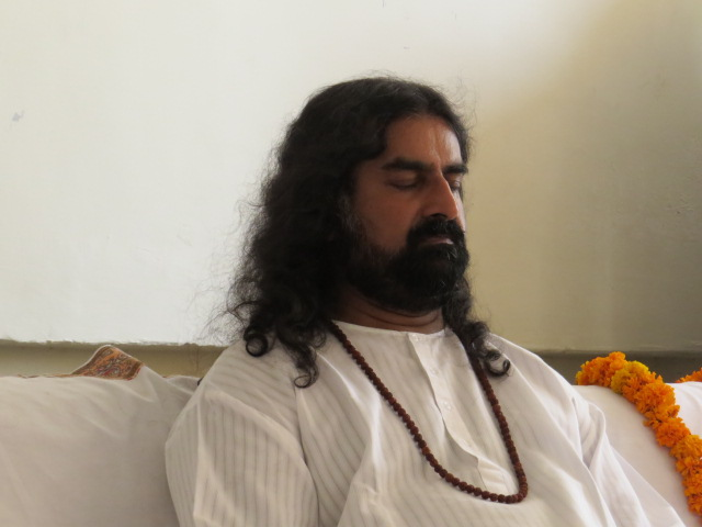 Mohanji in expanded state during meditation