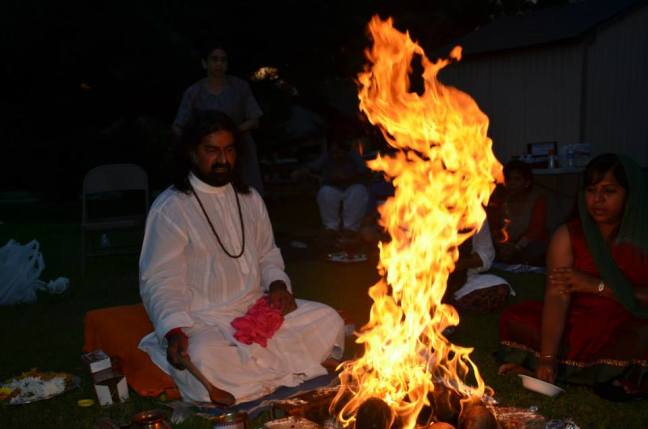 Mohanji performing Homa in the USA 4