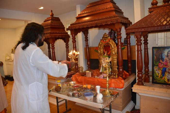 Mohanji offering Aarathi to Sri Hanuman