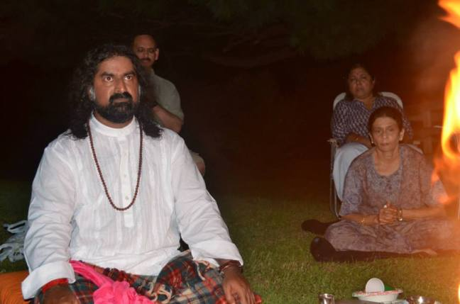 Mohanji performing Homa in the USA 6