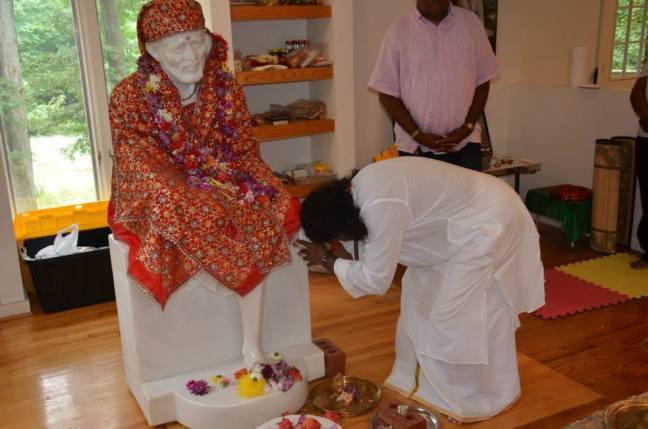Mohanji at the Sri Hanuman Temple6_1336410573_n