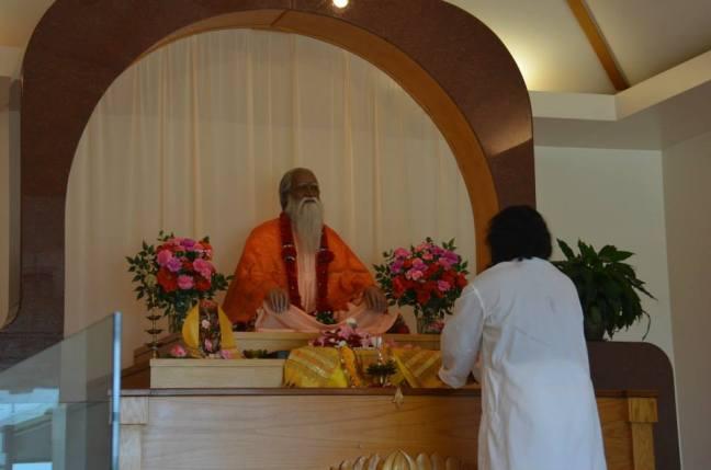 Mohanji at the Yogaville ashram pic4