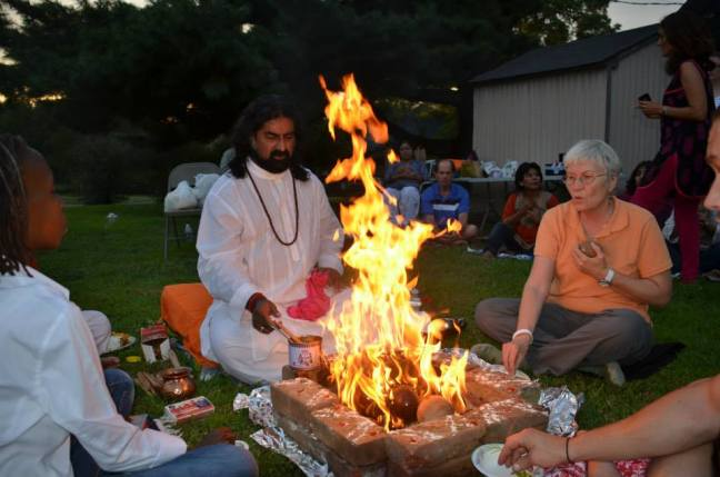 Mohanji performing Homa in the USA 3