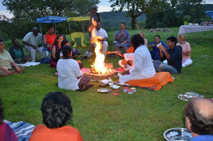 As the sun was setting on August 10, 2013, The Plains in Virginia was totally transformed with the arrival of several deities during the Homa performed by Mohanji.