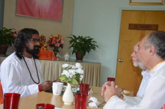 Mohanji at the Yogaville ashram pic 6