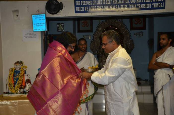 Mohanji was honored by the Malyala family with a shawl...