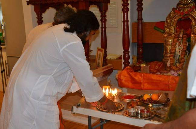 Mohanji offering Aarathi to Sri Hanuman