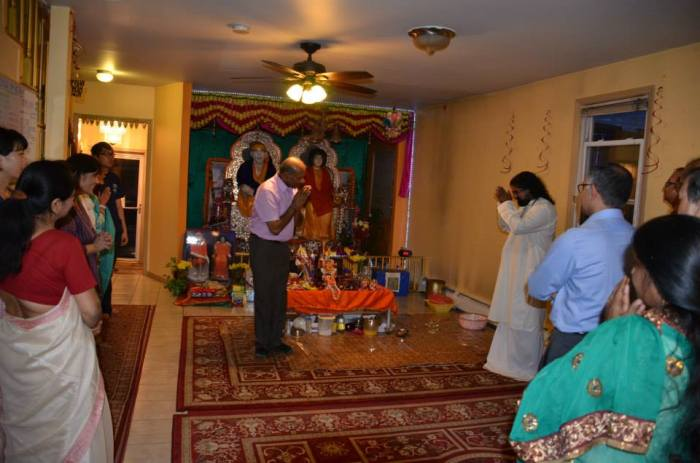 Dr. Rao thanking Mohanji...