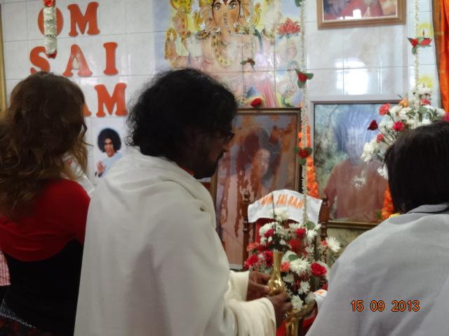 M family performing Sathya Sai Arati