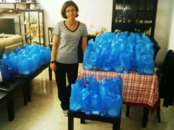 Food distribution for 100 labourers in Oman