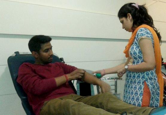 Mohanjis 50th birthday celebration - Blood donation camp Gurgaon 4