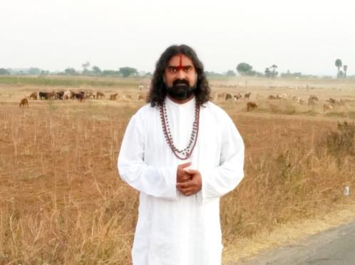 Mohanji wearing Poornananda Swamy's mala