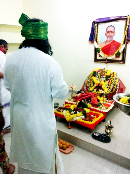 Swamy Thyagananda and Mohanji at the temple