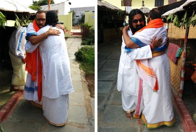 Mohanji welcoming Swamy Thyagananda at the gates