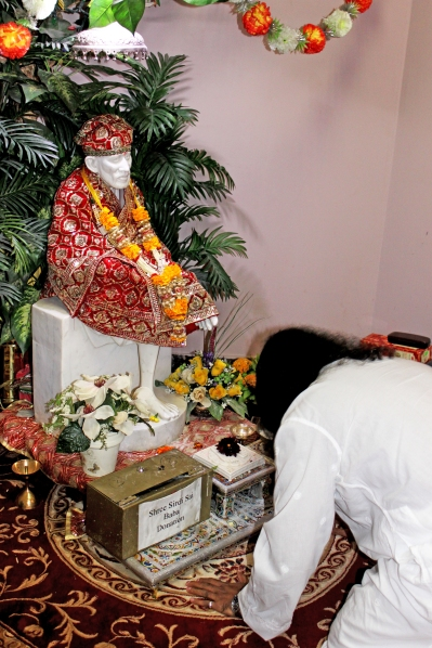 Mohanji bowing down at the feet of Shirdi Sai idol