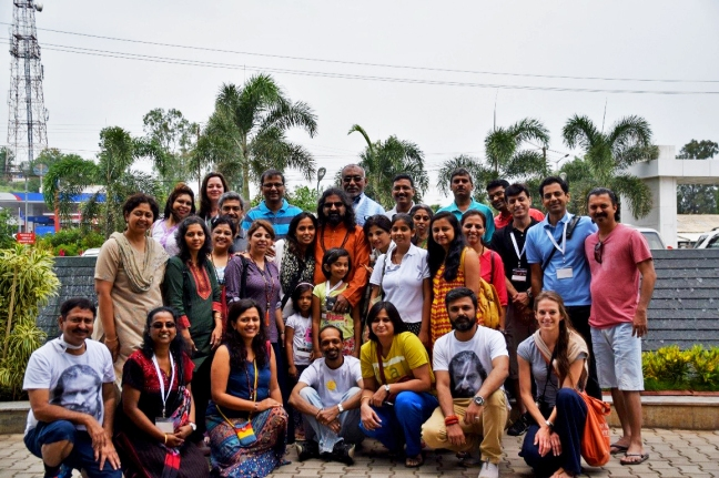 Our full group – outside our Nashik hotel; refreshed and cleansed after the first dip