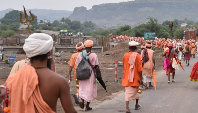 Procession of kaan-phata Nath sadhus winds their way