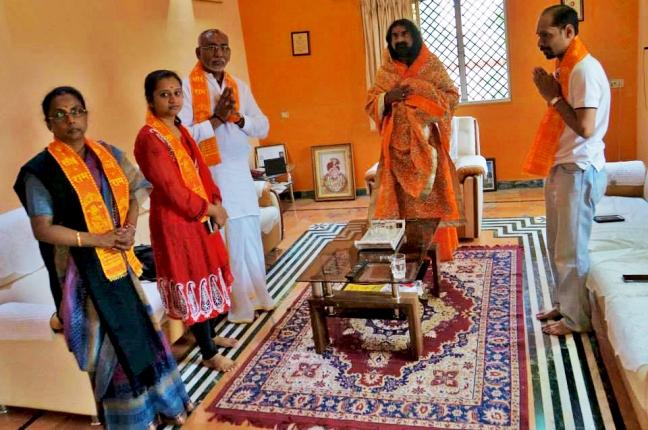 Chief Priest from Shirdi Sulakhe Maharaj welcomes Mohanji
