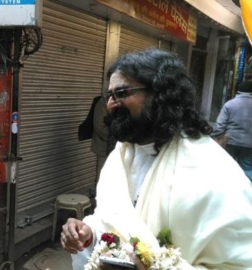 8-Kashi-Vishwanath-Leaving the Kashi Vishwanath temple