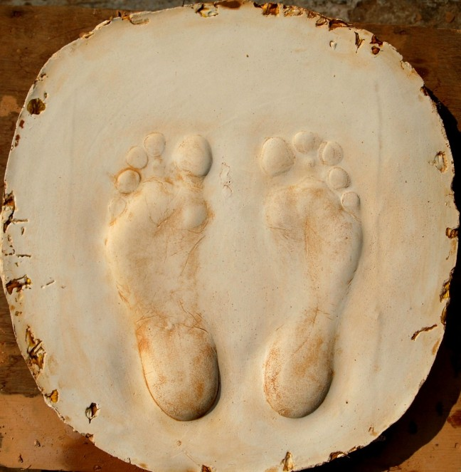 6 Feet impression on the white cement mould