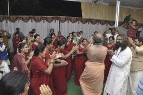 avadhoota-nadananda-and-mohanji-dancing
