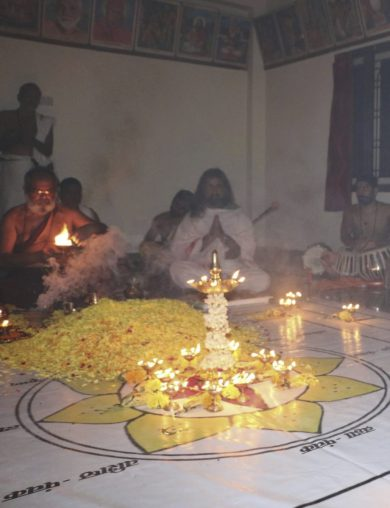 avadhoota-nadananda-and-mohanji-in-guru-mandala-puja-in-siddhaganj-kurnool-guruji-waving-lamp