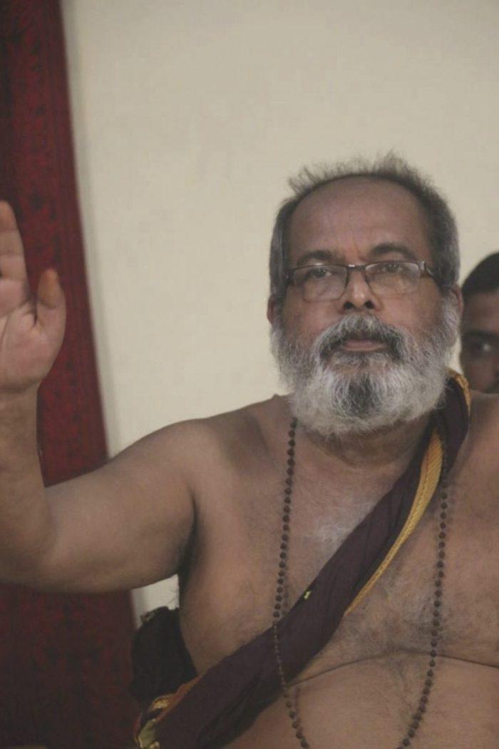 avadhoota-nadananda-in-guru-mandala-puja