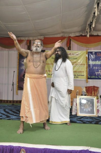 guruji-and-mohanji-on-stage-guruji-dancing