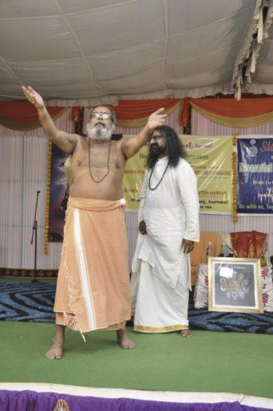 guruji-and-mohanji-on-stage-guruji-dancing