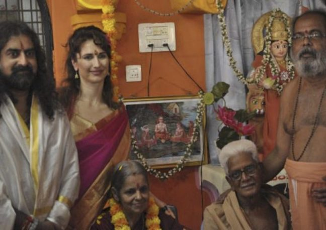 mohanji-and-family-with-avadhoota-nadananda