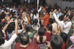 mohanji-and-swami-bhaktananda-dancing