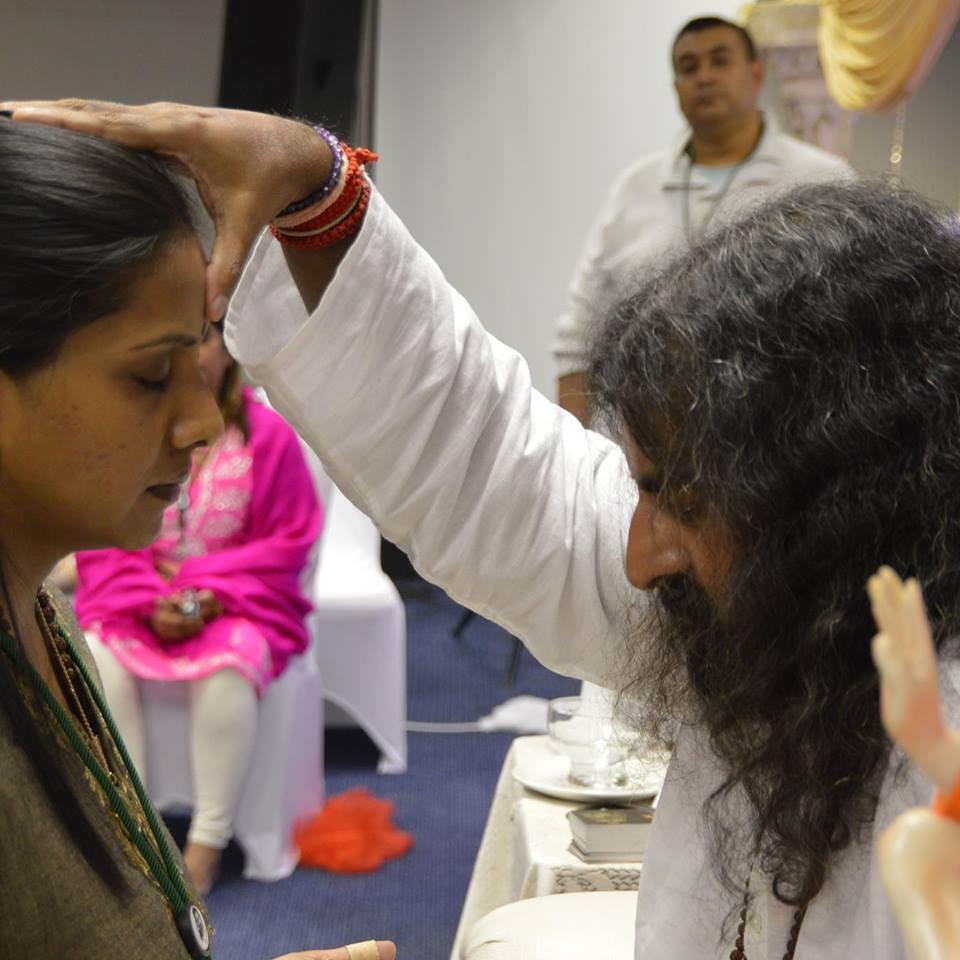 mohanji-giving-shaktipat-to-delo