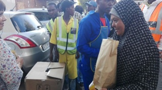 Lunch served in poor part of Johannesburg and food packet distributed (4)