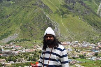 Mohanji walking towards Charan Paduka in Badrinath