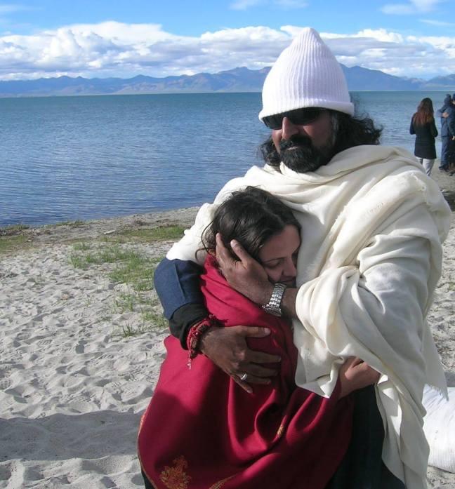 Mohanji hugging Palak at Mansarovar Lake