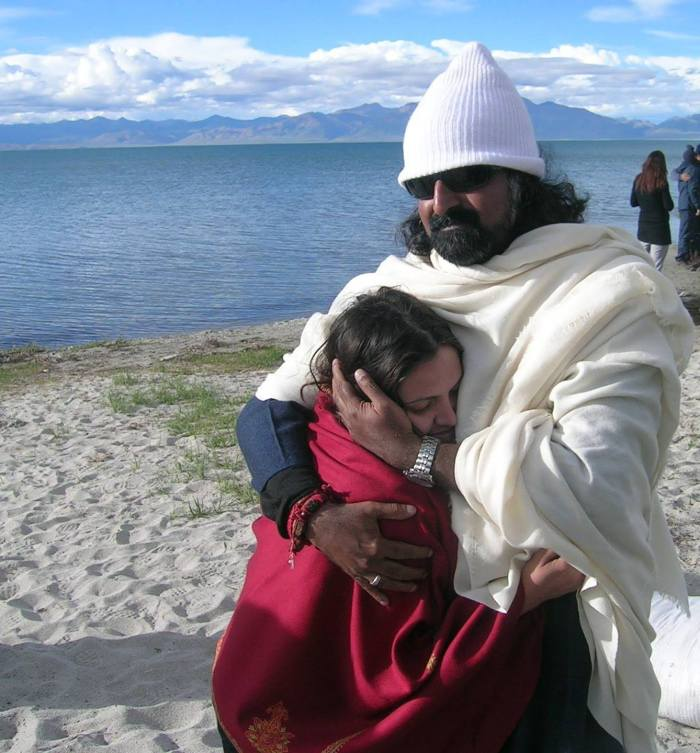 Mohanji hugging Palak at Mansarovar Lake