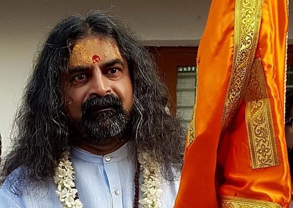 Mohanji - Lord Hanuman manifests on His face - 4- flag - Dec 2017