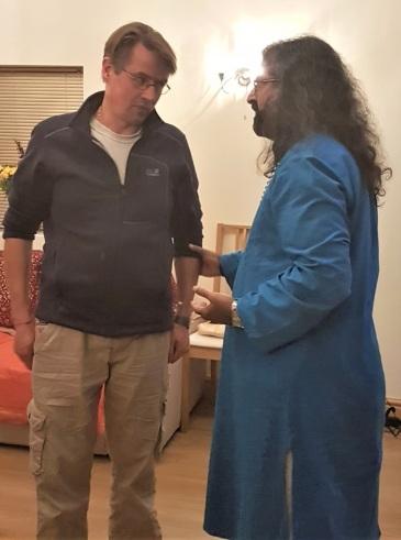 Mohanji_with_SwamiB_Skandavale.jpg