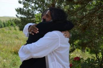 mohansuniverse - Mohanji - Mohanji hugging - Unconditional love