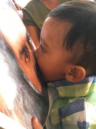 Kissing Mohanji