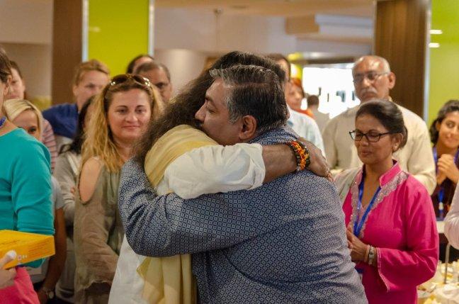 Mohanji_Hugging_Rajiv