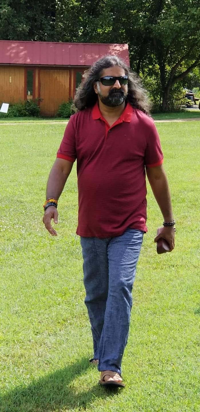 Mohanji_Avadhoota_in_Jeans_2