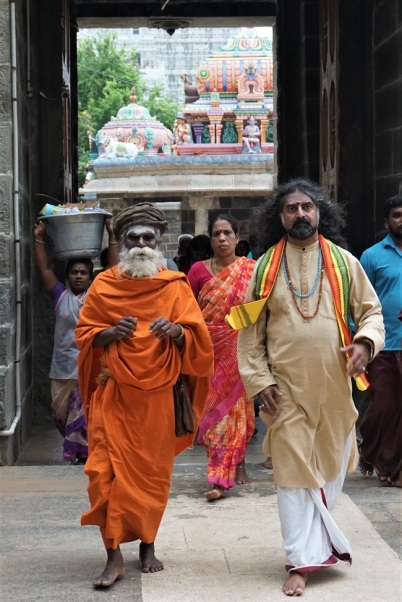 Mohanji with Madurai Swamigal_650.jpg