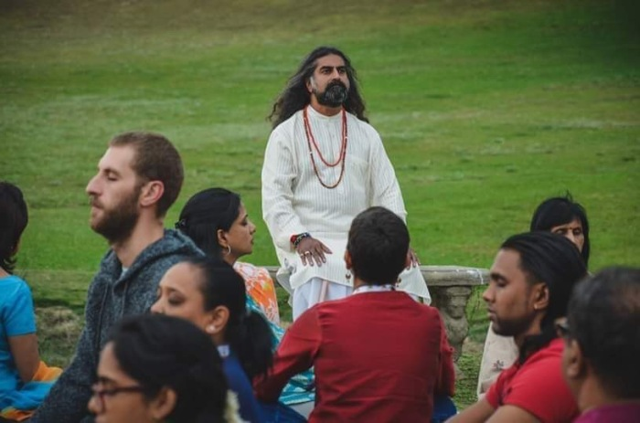Mohanji Chronicles Blog - Timeless Leelas - A moment of contemplation with Mohanji after the Conscious Walk