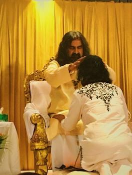 Mohanji Satcharita_Mohanji giving Shaktipat