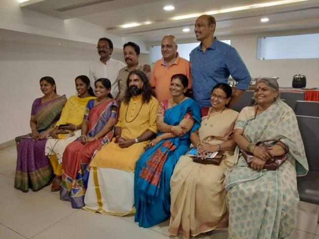 Mohanji Satcharita_Mohanji_Mohanji school friends