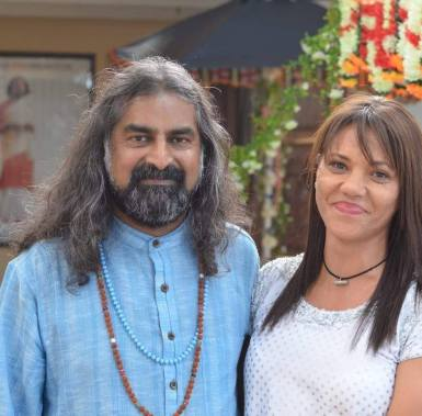 Mohanji Satcharita _ Mohanji with Nazeema