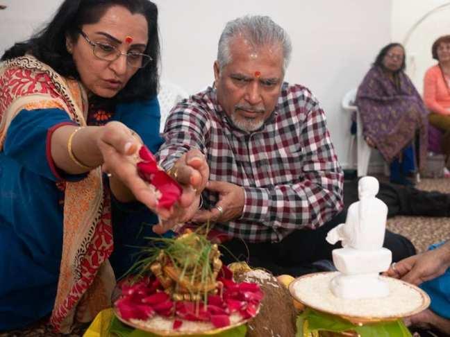 Mohanji Satcharita_ Poonam & Nalin with divine connection