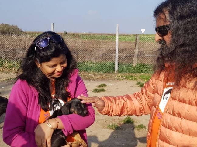 Mohanji Satcharita_Mohanji blessing puppy